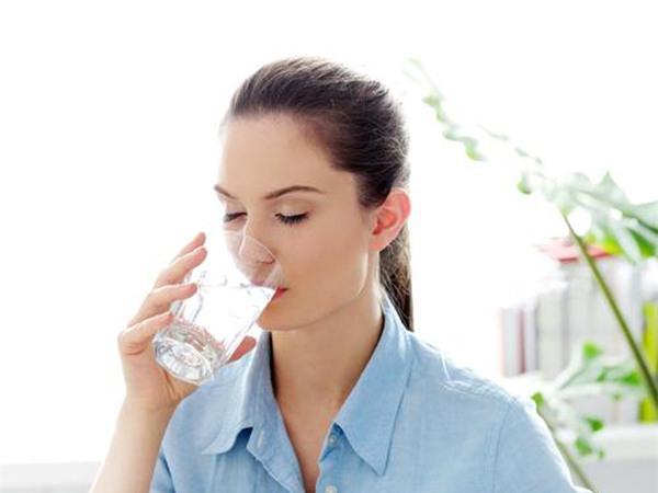 Bên cạnh nước lọc hãy bổ sung thêm nước trái cây, rau củ